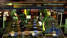 Review Green Day: Rock Band: Je kan ook als achtergrond zanger spelen, dit is noodzakelijk als je met z'n zessen wilt jammen.