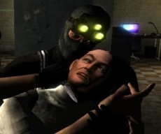 Review Tom Clancy's Splinter Cell Double Agent: Besluip je vijanden en ondervraag ze, of snij gewoon hun keel door.