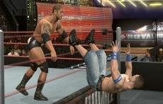 Review WWE SmackDown vs. Raw 2010: Hier zie je royal rumble! Iemand wordt uit de ring gegooid en is af! Zoals je ziet ziet het er best gaaf uit! Vindt ik dan!