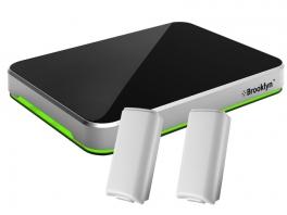 Voorbeeld met 2 Wii <a href = https://www.mariowii.nl/wii_spel_info.php?Nintendo=Battery_Pack>accu</a>&rsquo;s. Kijk het flitsende groen!