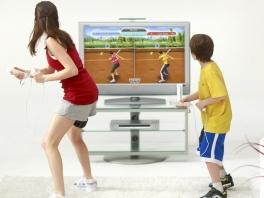 Je speelt met sporters die reageren op jouw bewegingen.