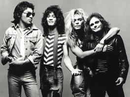 De leden van <a href = https://www.mariowii.nl/wii_spel_info.php?Nintendo=Guitar_Hero_Van_Halen>Van Halen</a>, de mannen die alle nummers in deze game geschreven hebben.