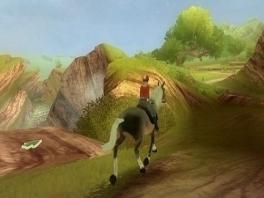 Rijd op je paard over de uitgestrekte graslanden.