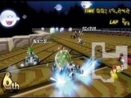 Je kunt ook de banen van vroeger spelen. Hier zie je Ghost Valley 2 van de SNES.