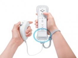 Zo hoort de <a href = https://www.mariowii.nl/wii_spel_info.php?Nintendo=Wii_Nunchuk>nunchuk</a> op de Motion Plus.