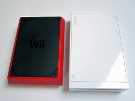 De Wii Mini is net iets kleiner dan de gewone Wii.