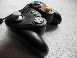 Deze controller heeft 2 extra knopjes in het midden dat het origineel niet heeft.
