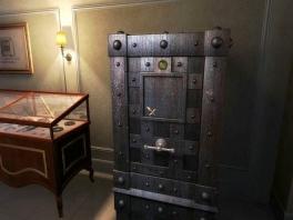 Niet alleen gewone safes, maar bijvoorbeeld ook gecodeerde deuren vormen een hindernis