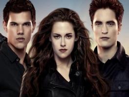 Bella, Jacob en Edward, de stalkerigste ondoden op deze planeet, spelen de hoofdrol.