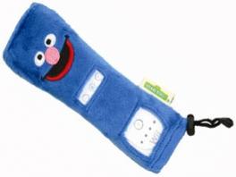 De zachte hoes voor de <a href = https://www.mariowii.nl/wii_spel_info.php?Nintendo=Wii-afstandsbediening>remote</a> zorgt er voor dat de knopjes die niet in gebruik zijn niet zichtbaar zijn.