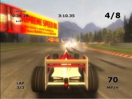 Wat een raceraket. Je ziet het aantal rondes en de snelheid.