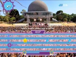 Je kan de theme song van Violetta spelen.